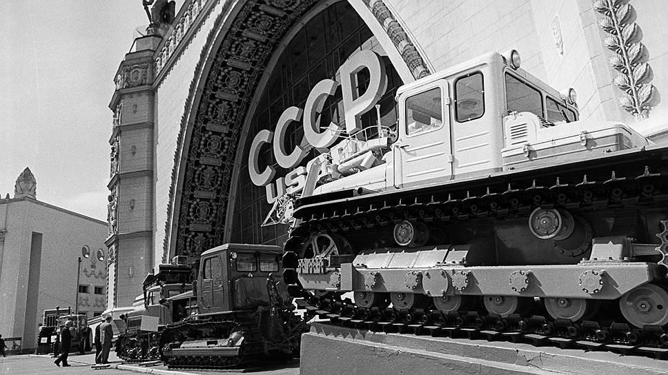 В 1966 году на ВДНХ прошла международная выставка «Современные сельскохозяйственные машины и оборудование». На фото — советский павильон этой выставки