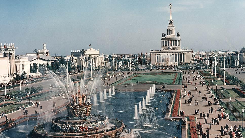 Выставка достижений народного хозяйства открылась в Москве в 1939 году. Тогда она называлась Всесоюзная сельскохозяйственная выставка (ВСХВ)
