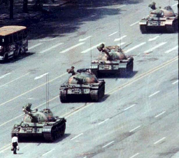 3 июня поздно вечером в Пекин вошли армейские подразделения с танками, которые встретили вооруженное сопротивление. Начались вооруженные столкновения