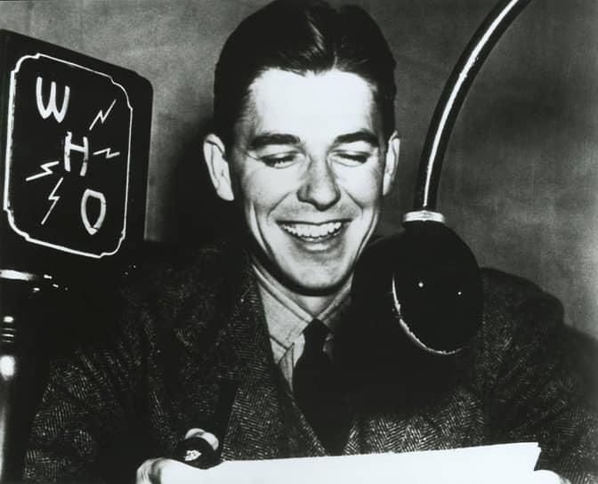 В 1932 году Рейган окончил Юрикский колледж, получив степень бакалавра искусств. В молодости он пробовал себя в качестве спортивного журналиста: сначала работал комментатором на маленькой радиостанции в Давенпорте, затем на более крупной радиостанции NBC в Де-Мойне (штат Айова)
