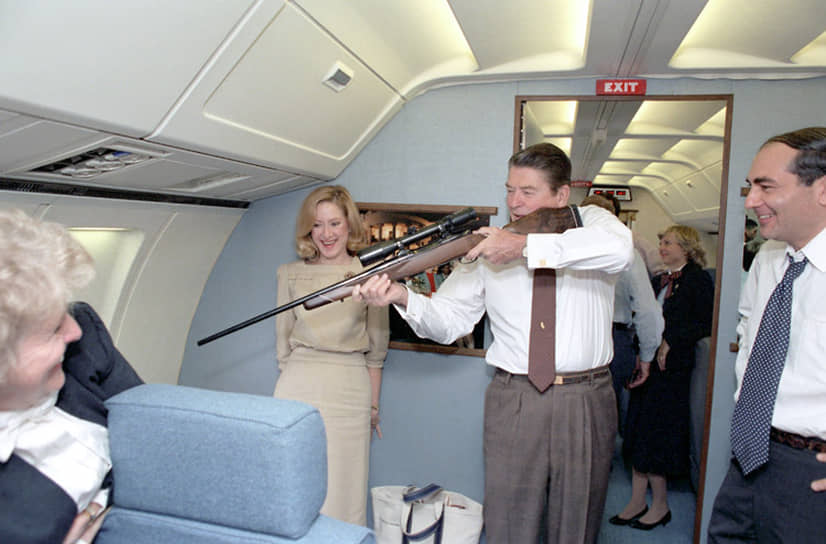 В 1986 году Рональд Рейган отдал приказ американским ВВС нанести удар по ливийской столице Триполи. Во время той бомбардировки погибла дочь Муаммара Каддафи