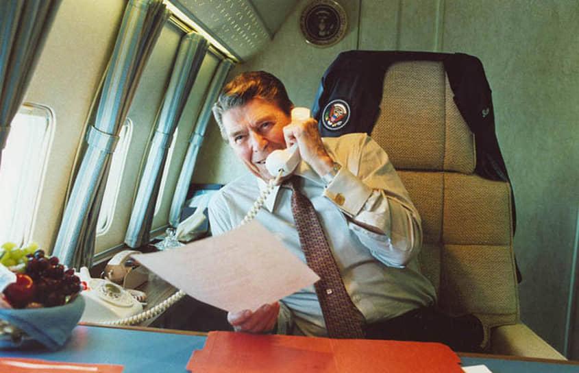 По некоторым данным, многие решения в Белом доме принимались только после консультаций Нэнси Рейган с ее личным астрологом — Джоан Квигли. Квигли принимала непосредственное участие даже в организации маршрутов движения президента, времени проведения его пресс-конференций и публичных выступлений