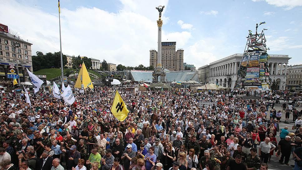 Как участники Майдана потребовали распустить Раду