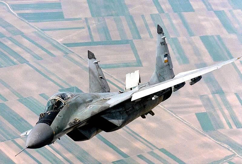 В середине 90-х начались столкновения сербской армии и полиции с Армией освобождения Косово. 28 февраля 1998 года Армия освобождения Косова объявила о начале вооруженной борьбы за независимость края<br>На фото: истребитель югославских МиГ-29