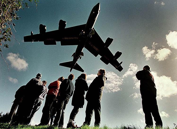24 марта 1999 года началась операция «Союзная сила», которая стала одной из первых реальных военных операций НАТО<br>На фото: бомбардировщик ВВС США B-52, октябрь 1999 года