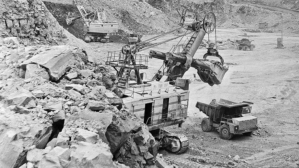 1955 год. В СССР опубликовано сообщение об открытии ставшего знаменитым месторождения алмазов в Якутии — кимберлитовой трубки «Мир»