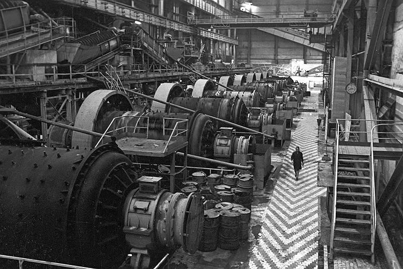 Один из цехов алмазной фабрики в городе Мирном, 1970 год