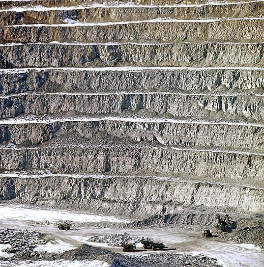 В 2001 году российская компания АЛРОСА, владеющая рудником, из-за соображений безопасности перешла на подземный способ добычи алмазов, дно рудника было законсервировано. По данным геологов, глубина залегания алмазов превышает 1 км