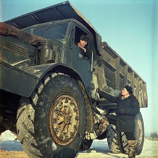 На таких самосвалах в 1960-е годы в Мирном перевозили кимберлитовую руду