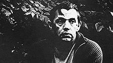 В начале 1990 года врачи обнаружили у Роберта Рождественского рак головного мозга. По этому поводу он написал следующее: «В мозгу у меня находится опухоль размером с куриное яйцо, — (интересно, кто ж это вывел курицу, несущую такие яйца?!)». Поэта успешно прооперировали во Франции. Но 19 августа 1994 года он умер от инфаркта. В том же году в Москве вышел сборник «Последние стихи Роберта Рождественского»