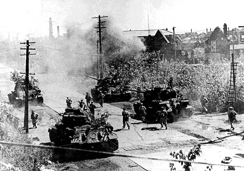25 июня 1950 года армия КНДР (численностью около 130 тыс. человек, 258 танков) начала наступление на юг