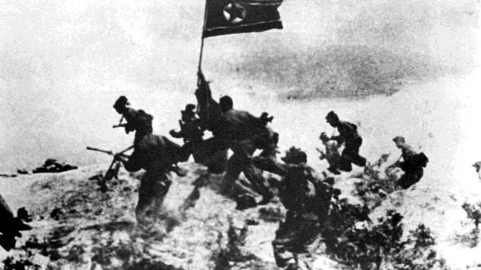 До Второй мировой войны Корея была колонией Японии. После 1945 года на Корейском полуострове образовались два государства, граница между которыми проходила по 38-й параллели (демаркационной линии, на которой в 1945 году встретились советские и американские войска)