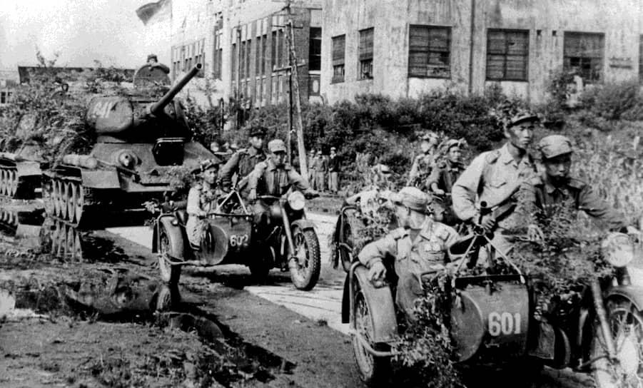 Часто этот конфликт времен Холодной войны рассматривался как опосредованная война США и их союзников против сил КНР и СССР <br>На фото: солдаты армии Северной Кореи