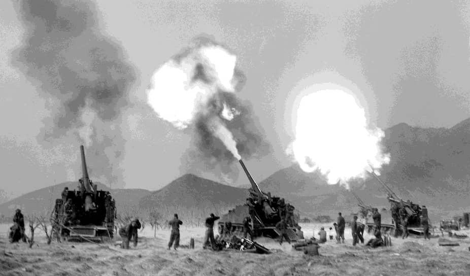 Все это время велись активные действия штурмовой и бомбардировочной авиации ВВС США, которая выводила из строя коммуникации и промышленные центры КНДР, нанося ощутимый ущерб