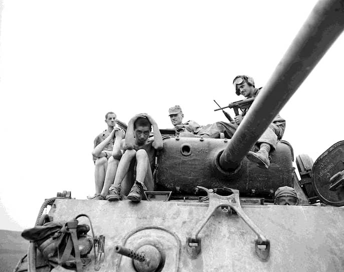 В 1952 году на фронте наступило затишье, однако ВВС ООН подвергали Северную Корею интенсивным бомбардировкам, практически полностью уничтожив промышленность страны