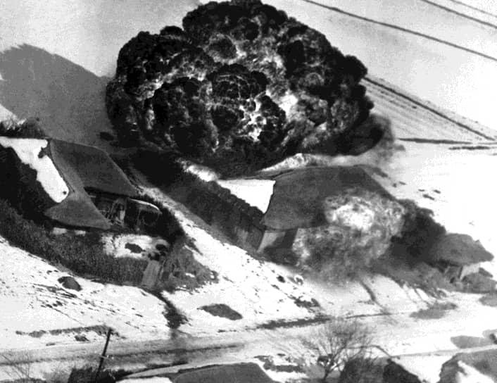 В результате корейской войны было разрушено более 80% промышленной и транспортной инфраструктуры обоих государств, три четверти правительственных учреждений, около половины всего жилищного фонда