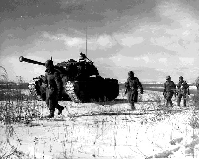 В 1952 году, комментируя американское военное присутствие в войне, президент США Гарри Трумэн заявил: «Мы сражаемся в Корее для того, чтобы нам не пришлось воевать в Уичите, в Чикаго, в Новом Орлеане или в бухте Сан-Франциско»