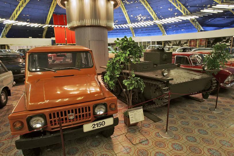 В начале 1970-х годов на заводе, который к тому времени стал называться АЗЛК, был разработан новый внедорожник на базе «Москвича-415». Он получил рабочее название «Москвич-2150» и должен был стать конкурентом популярной «Нивы». Этой модификацией заинтересовались военные. Министерство обороны планировало сделать модель армейским автомобилем, однако эта идея не была профинансирована, и «Москвич-2150» так и не стал серийным автомобилем