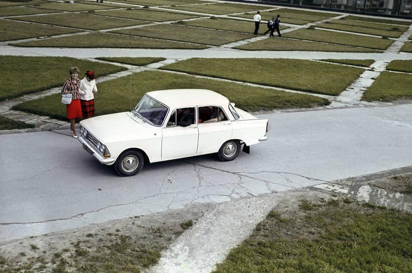 «Москвич-408» выпускался с 1965 по 1975 год на нескольких автозаводах СССР. Эта модель пользовалась огромной популярностью: у нее был очень современный по тем временам дизайн, надежный экономичный двигатель, комфортная подвеска. Она успешно конкурировала с зарубежными автомобилями своего класса, превосходя их по многим инженерным параметрам и уступая только в качестве отделки салона. «Москвич-408» долгое время хорошо продавался в Европе