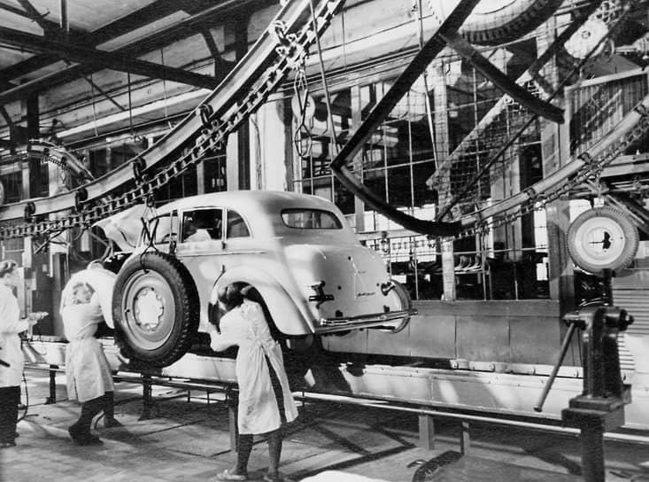 За девять лет выпуска с конвейеров завода сошло 247 439 автомобилей марки «Москвич-400» и ее модернизированной версии «Москвич-401». Из них 19 809 штук были проданы за границей