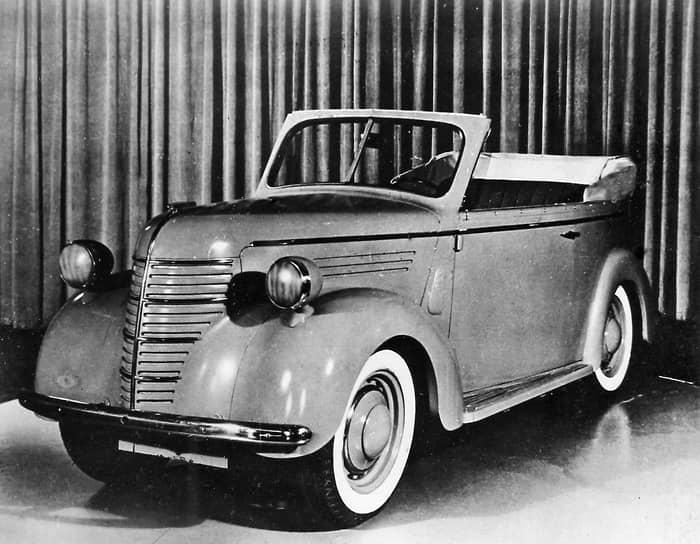 В феврале 1935 года завод КИМ был выведен из состава Горьковского автозавода и стал самостоятельным предприятием. Тогда же было принято решение, что он будет перепрофилирован на производство малолитражек. С этой целью на заводе была проведена масштабная реконструкция, которая завершилась в рекордные сроки. И уже 25 апреля 1940 года с конвейера сошла первая малолитражка КИМ-10-50. КИМ-10-51 фаэтон (на фото) — одна из модификаций этой модели