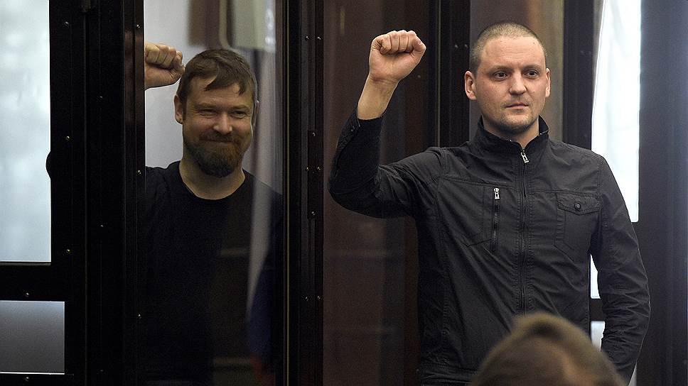 Леонид Развозжаев (слева) и Сергей Удальцов поблагодарили свидетелей, выступивших в их защиту
