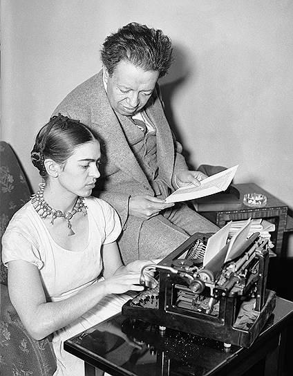 В 1929 году Фрида Кало вышла замуж за мексиканского художника Диего Риверу, однако брак не был для нее счастливым из-за измен мужа. «В моей жизни было две аварии: одна — когда автобус врезался в трамвай, другая — это Диего. Вторая была страшнее»,— говорила она.<br>На фото: Фрида Кало и Диего Ривера