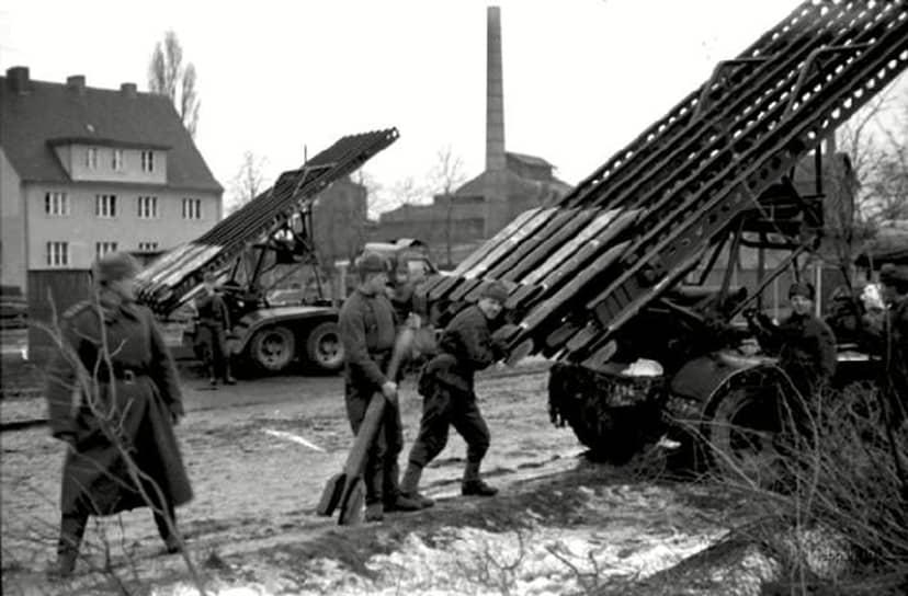 Первый удар «Катюши» нанесли 14 июля 1941 года в 14:30 по московскому времени по железнодорожному узлу города Орши (Белоруссия). Экспериментальная батарея под командованием гвардии капитана Ивана Флерова за восемь секунд выпустила по врагу 112 реактивных снарядов. В результате переправа противника была сорвана