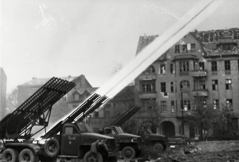 После начала «ленд-лизовских» поставок основным шасси для БМ-13 (БМ-13Н) стал американский грузовик фирмы «Студебеккер» (Studebaker US6). Около 20 тыс. автомобилей было поставлено из США в СССР. После окончания войны часть машин была отправлена обратно в США в соответствии с договором о ленд-лизе. Оставшиеся машины эксплуатировались еще какое-то время в Советской Армии, а также участвовали в восстановлении народного хозяйства СССР