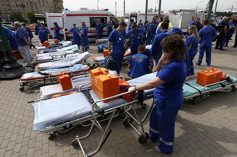 Власти Москвы объявили среду, 16 июля, днем траура по погибшим в метро