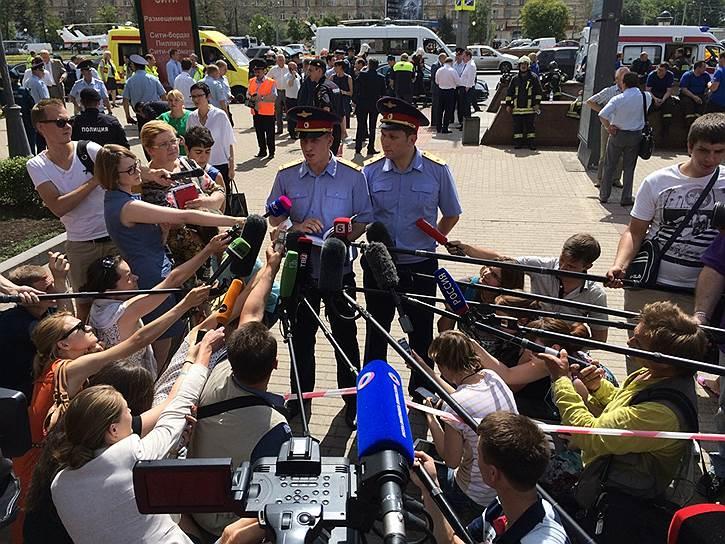 СКР исключил версию теракта в московском метро. В ведомстве полагают, что авария могла быть вызвана, в том числе, проседанием полотна или неисправностью вагона