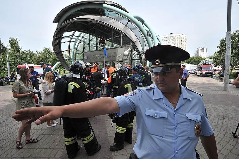 СКР почти сразу исключил версию теракта в московском метро. По словам господина Маркина, побывавшего на месте ЧП, авария носила исключительно техногенный характер