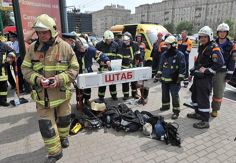 По данным МЧС, всего из перегона аварийного участка метро были эвакуированы более 1,1 тыс. человек