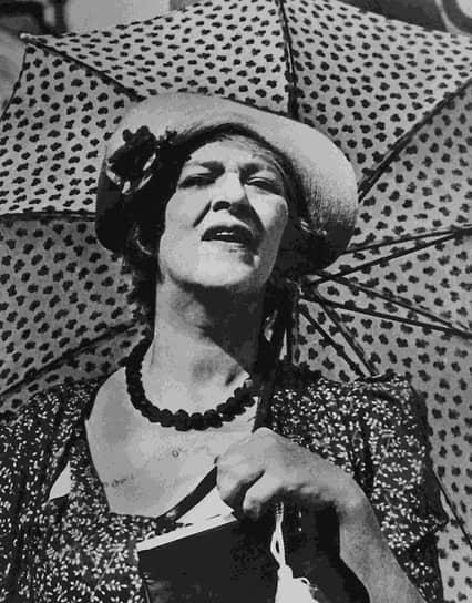 «Встречается такая любовь, что лучше ее сразу заменить расстрелом» <br> В 1915 году госпожа Раневская решила стать актрисой и переехала в Москву. Здесь она обучалась в частной актерской школе, но из-за нехватки средств была вынуждена ее оставить. Выступала в массовке в подмосковном Малаховском летнем театре