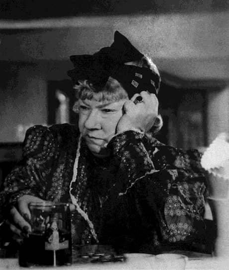 «Талант — как бородавка — либо он есть, либо его нет» <br> Режиссеры жаловались на вздорный характер, капризы и претензии актрисы. Но актриса твердо верила в то, что «театр — это храм» и, случалось, отказывалась играть, если видела в глазах партнеров по сцене пустоту и равнодушие. В 1943-1949 годах работала в Московском театре драмы