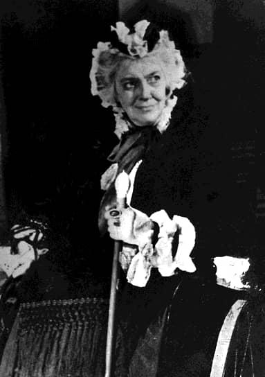 «Всю жизнь я страшно боюсь глупых. Особенно баб. Никогда не знаешь, как с ними разговаривать, не скатываясь на их уровень» <br> В кино Фаина Раневская впервые появилась в 1934 году в фильме «Пышка». В дальнейшие годы снималась в таких фильмах, как «Подкидыш» (1939), «Свадьба» (1944),  «Золушка» (1947),  «Весна» (1947), «Девушка с гитарой» (1958), «Осторожно, бабушка!» (1960), «Легкая жизнь» (1964), «Дальше — тишина» (1978). В общей сложности актриса исполнила роли в более чем 20 кинокартинах