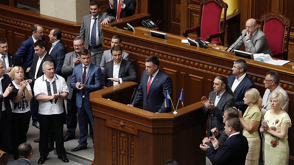 Почему правительству Украины не дают уйти