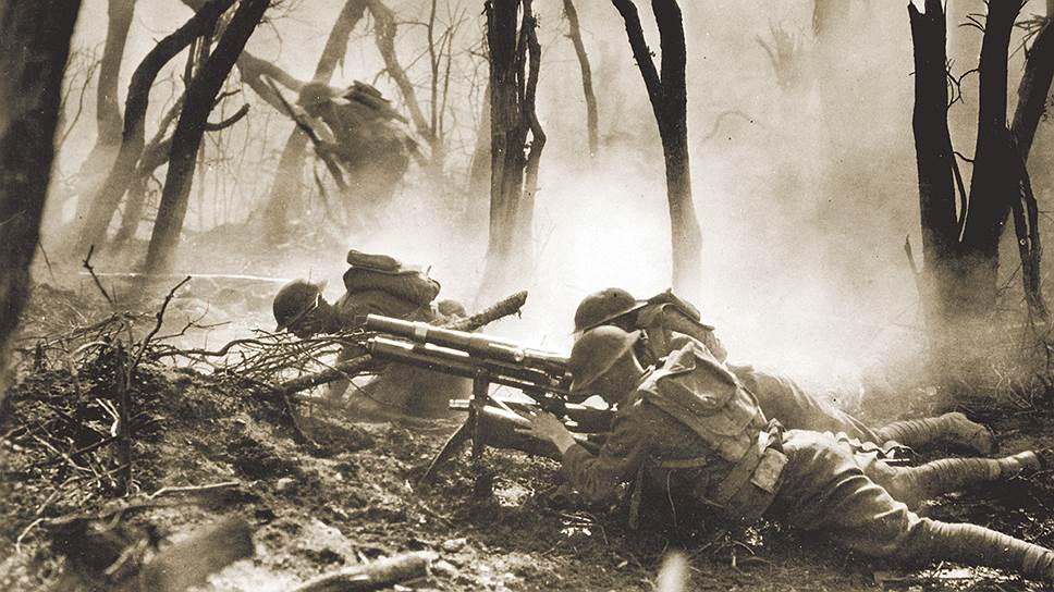 Среди технологических новинок, которые регулярно начали использоваться во время Первой мировой войны и навсегда изменили поле боя, — пулеметы. Русская армия к началу войны имела три модели станковых пулеметов «Максим» На фото: 37-мм автоматическая пушка, «пушка-пулемет»