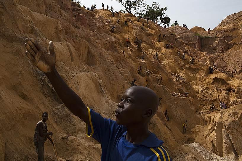 Золото не делает богатыми тех, кто его добывает: тяжелый физический труд оценивается так дешево, что работники не могут выбраться из нищеты