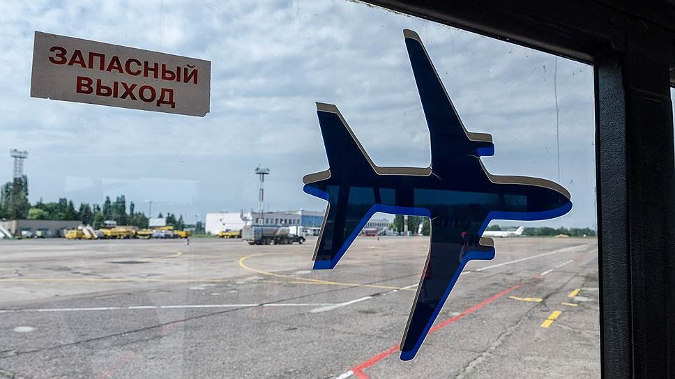 К отъезду из России готов каждый десятый россиянин