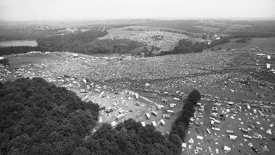 Фестиваль получил название «Вудсток», поскольку сперва было запланировано провести его в городе Вудсток (округ Ольстер), но там не нашлось подходящей территории для организации такого события