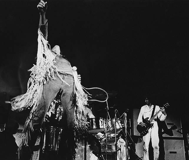 Многие группы благодаря выступлению на «Вудстоке» стали из малоизвестных популярными, а некоторые из популярных — культовыми. Так, чрезвычайно успешное выступление The Who (на фото) способствовало их становлению как суперзвезд и помогло их альбому Tommy стать мультиплатиновым. А одним из самых запоминающихся исполнений The Who на фестивале стала песня «See Me, Feel Me»: солнце взошло в тот момент, когда солист Роджер Долтри начал петь