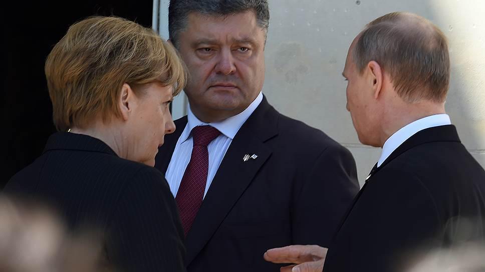Слева направо: канцлер Германии Ангела Меркель, президент Украины Петр Порошенко и президент России Владимир Путин