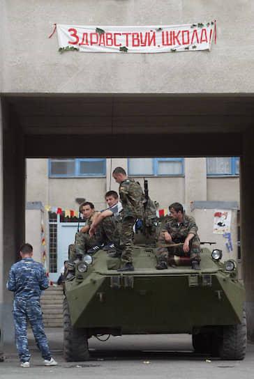 Вечером 3 сентября танк Т-72 открыл огонь по позициям оставшихся боевиков. Затем оставшиеся в подвале террористы уничтожились подрывом перекрытий накладным зарядом