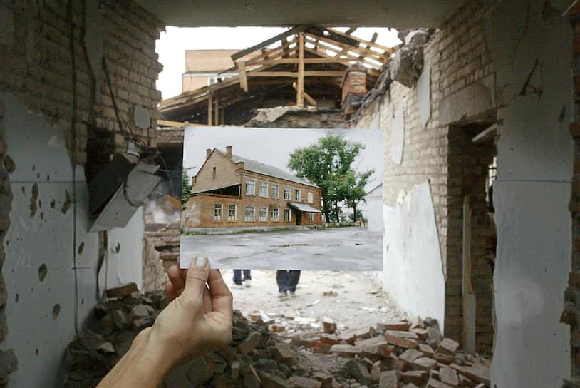 1 сентября 2004 года во время школьной линейки, посвященной началу учебного года, террористы захватили школу №1 в Беслане. В заложниках оказались более 1100 человек — дети, их родители и учителя. Террористы выдвинули требования: освободить арестованных за терроризм в Ингушетии и вывести войска из Чечни