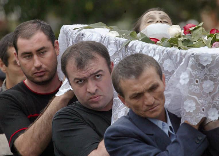 Всех погибших в теракте хоронили на одном кладбище. Его называют «Городом ангелов»