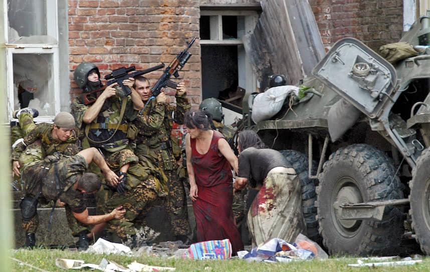 Через два дня в результате штурма здания погибли 334 человека, 186 из которых были детьми