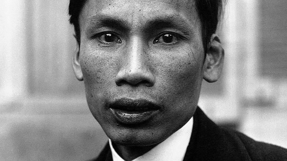 «Мальчиком лет тринадцати я впервые услышал французские слова: свобода, равенство и братство — ведь для нас всякий белый — это француз. И мне захотелось познакомиться с французской цивилизацией, прощупать, что скрывается за этими словами» Хо Ши Мин (при рождении Нгуен Шинь Кунг) родился 19 мая 1890 года в семье самого образованного человека в деревне, сторонника конфуцианской патриотической партии. Его мать рано умерла, и воспитанием четверых детей занимался отец