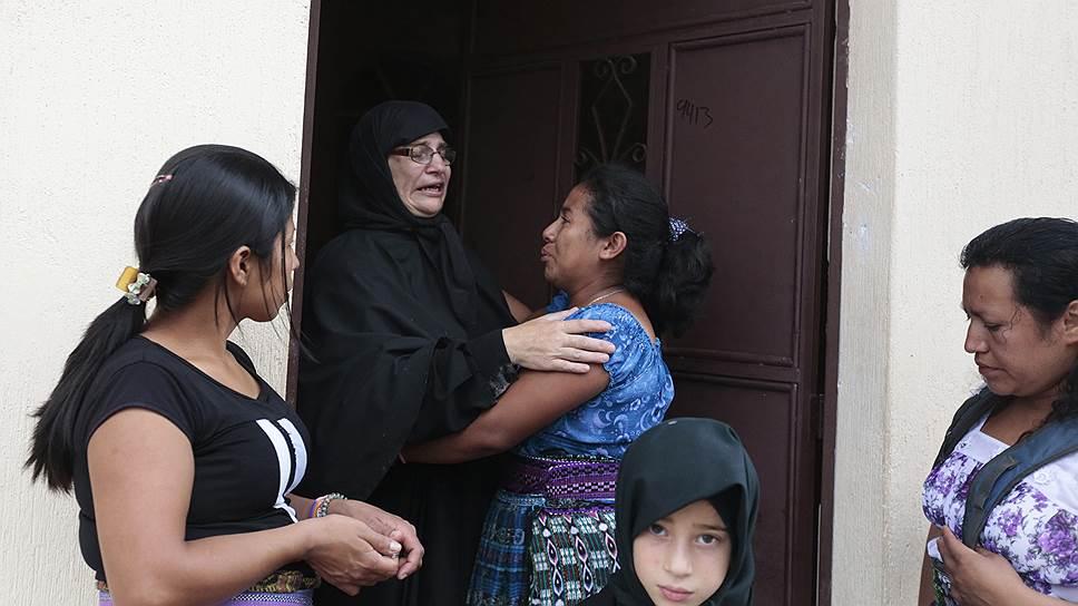 В подтверждении мнения о том, что большинство жителей относятся к общине благодушно, многие уговаривали соседей не уезжать, стремясь наладить отношения