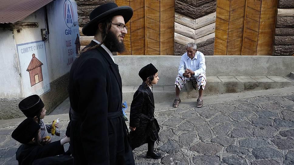 В Гватемале расселяют общину ультра-ортодоксальных евреев Lev Tahor («Чистое сердце»). Немногим ранее они уехали из Канады, избегая религиозного преследования, но снова не ужились с новыми соседями